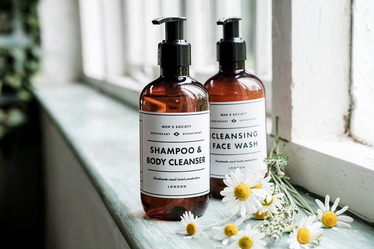 Luxury hotel amenities | washing cosmetics