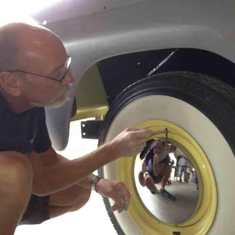 Chapman ratchet installing a moon hubcap