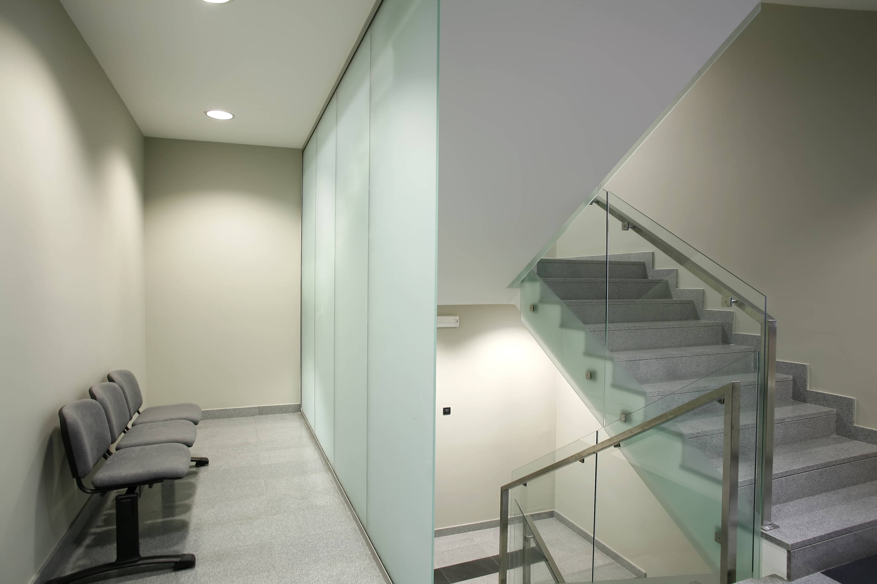 Tinted glass handrails with metal railing