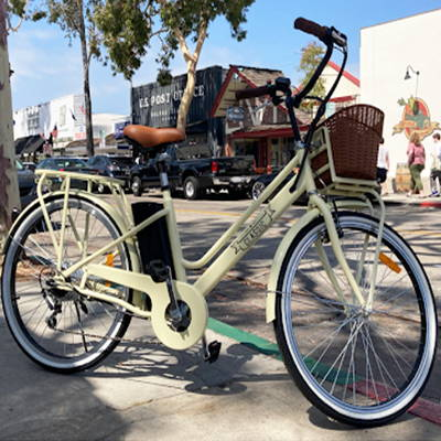 This classic electric beach cruiser bike is perfect for commuting around town.