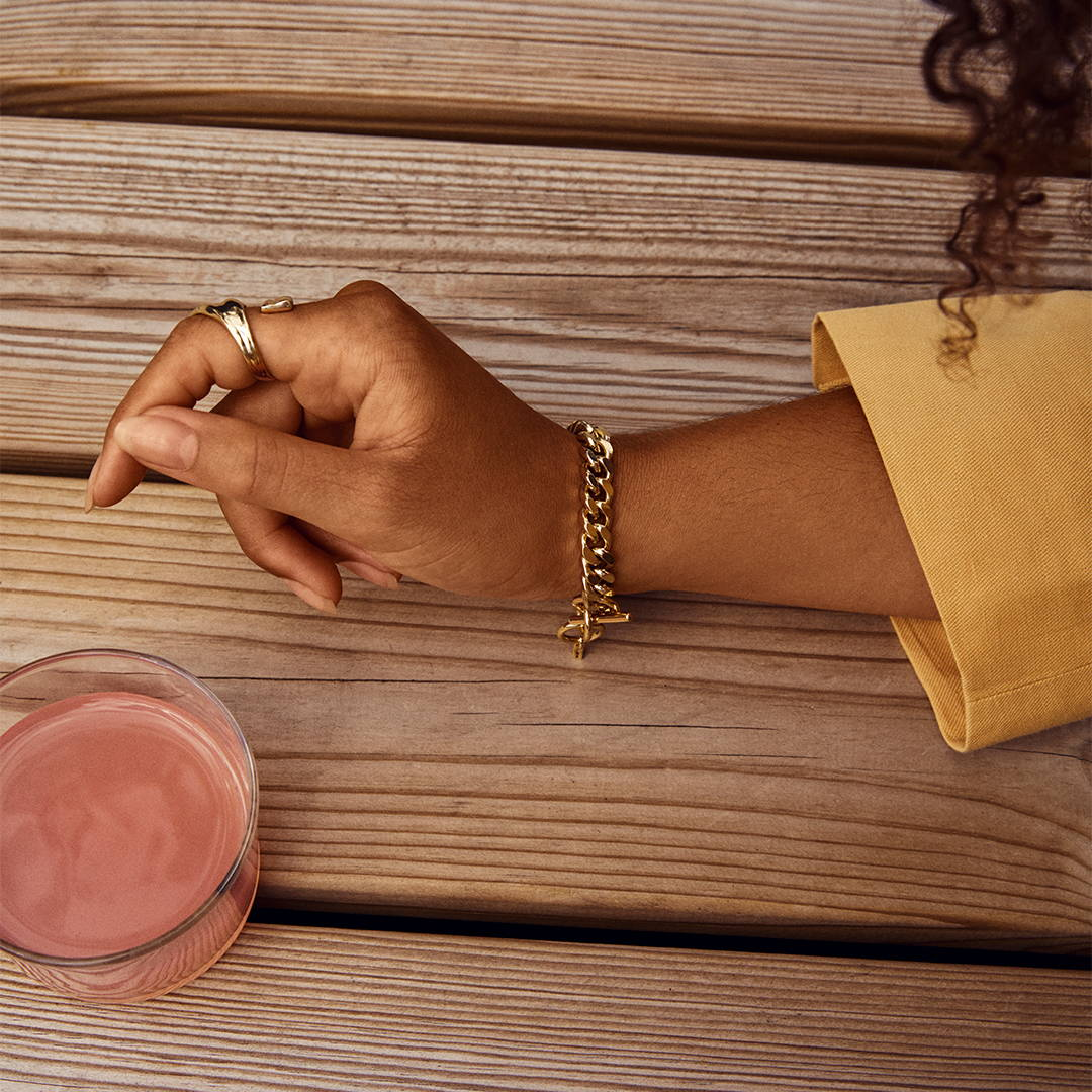 Shop golden bracelets here