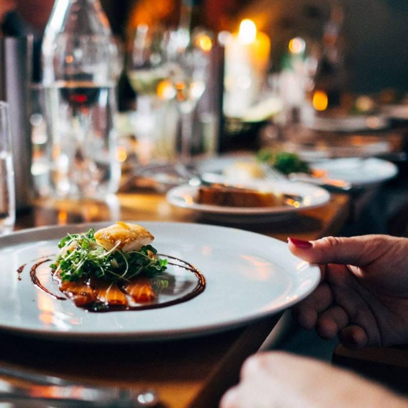 Article de blogue sur les bons choix au restaurant par la nutritionniste et Docteure en nutrition Isabelle Huot