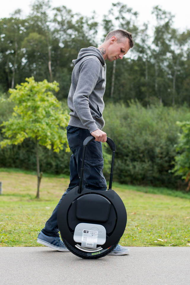Kingsong KS16S Review trolley handle extended walking