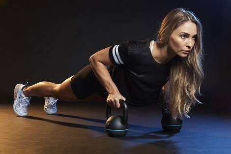 Muskelaufbau Training mit Evelina