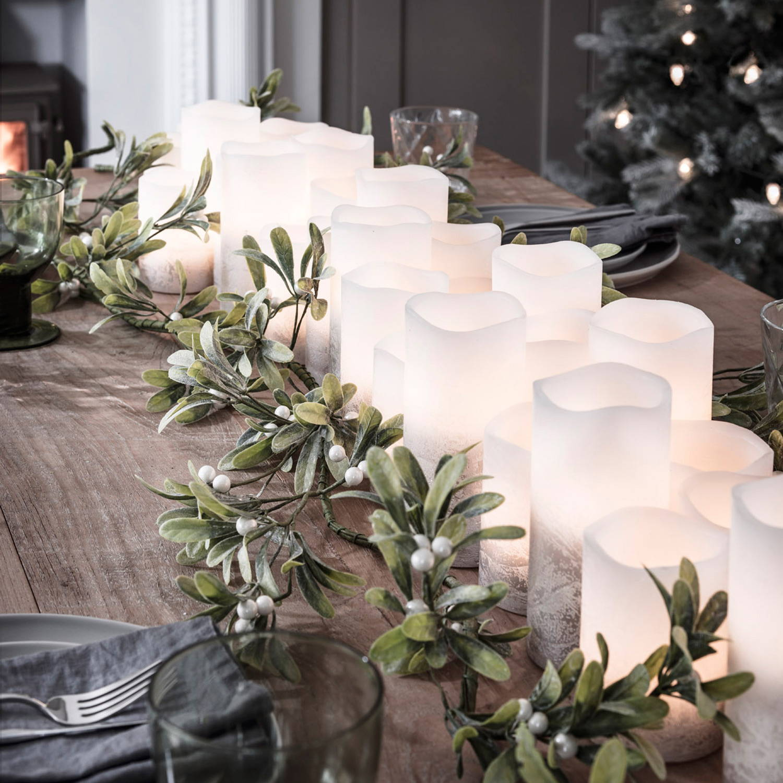LED-Kerzen als Teil der Tischdeko.
