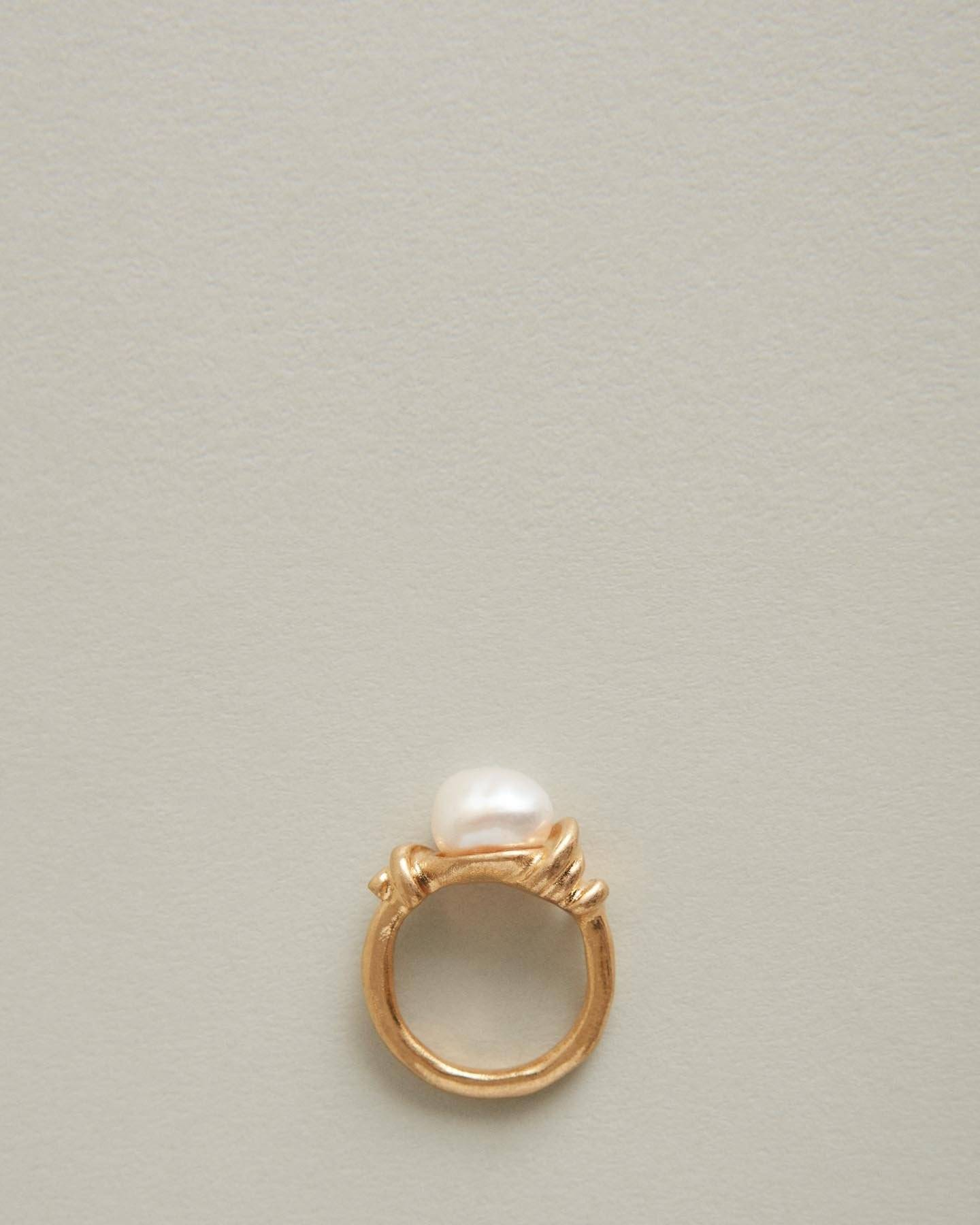 /products/amber-pearl-and-gold-cocktail-ring