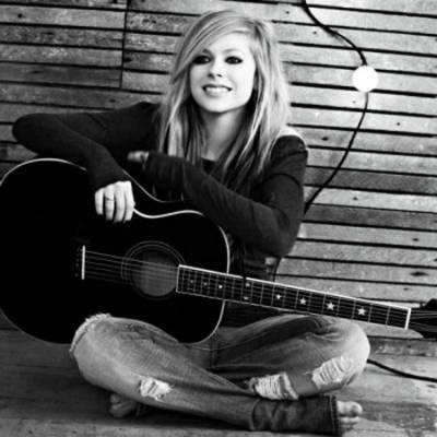 Avril Lavigne recycled guitar string bracelets and jewelry