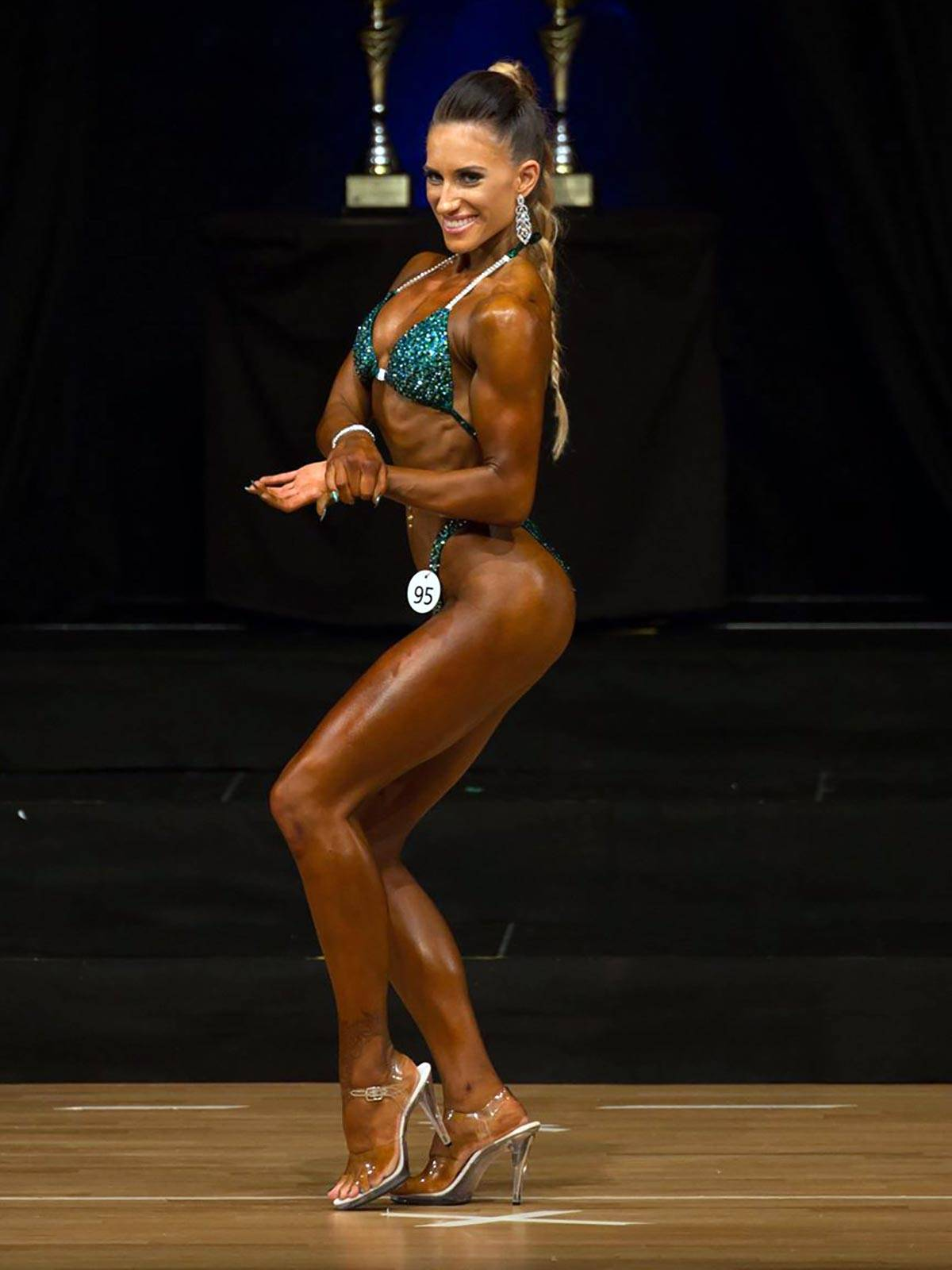 semper fi body concept Natural Bodybuilding Wettkampf Coaching Athletin Steffi Gertsch