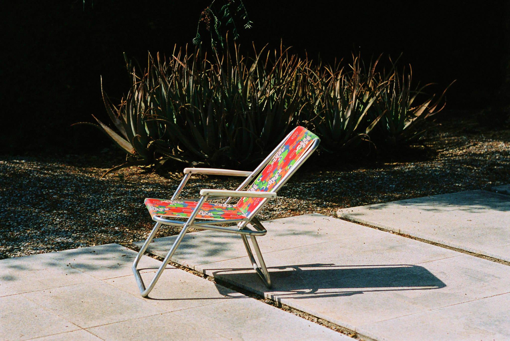 Deck chair waiting for Loah beer drinker