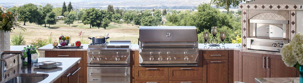 Gas Grills, Charcoal Grills & Outdoor Kitchens
