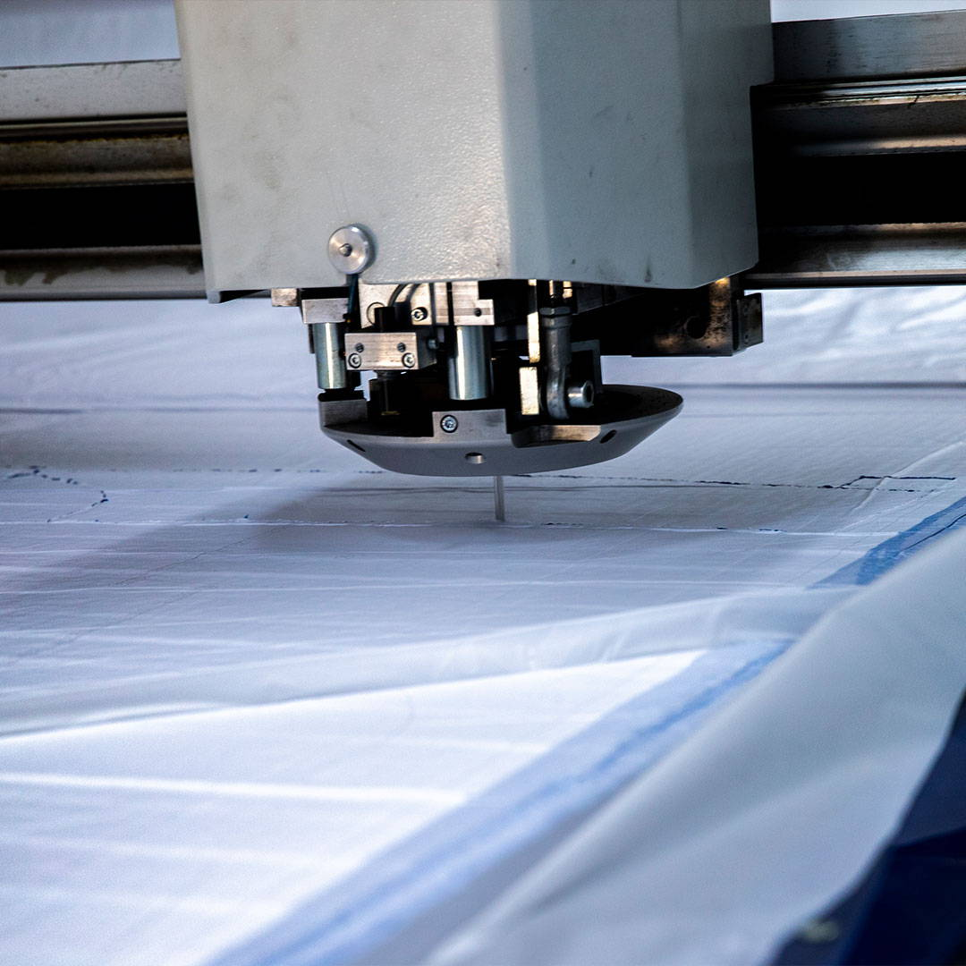 Fabric cutting machine