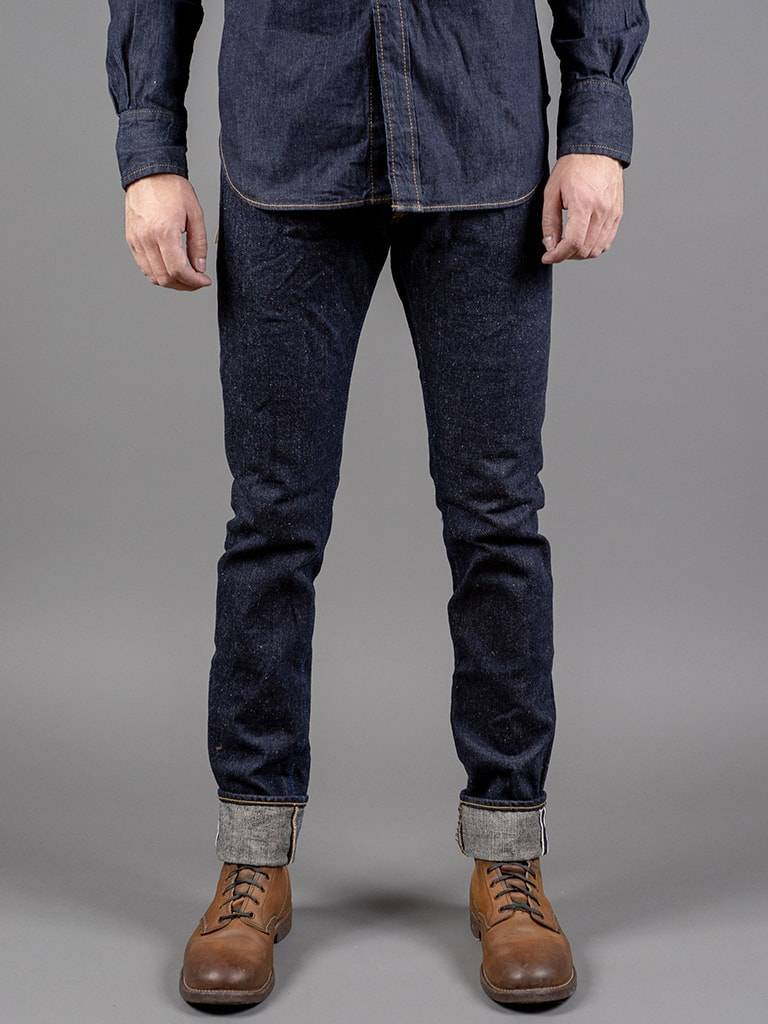 NATURAL TAPERED JEANS