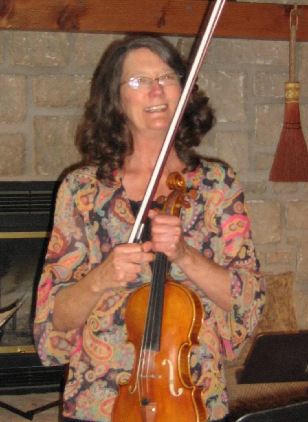 Picture of Susan Fuller holding her violin