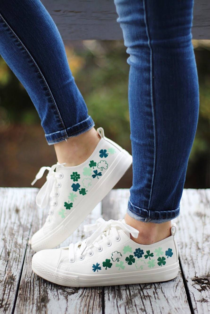 819276c36 Stay pinch free this St. Patrick's Day with this super cute St. Patrick's  Day craft idea DIY shamrock shoes! Grab your Silhouette CAMEO and follow  this step ...