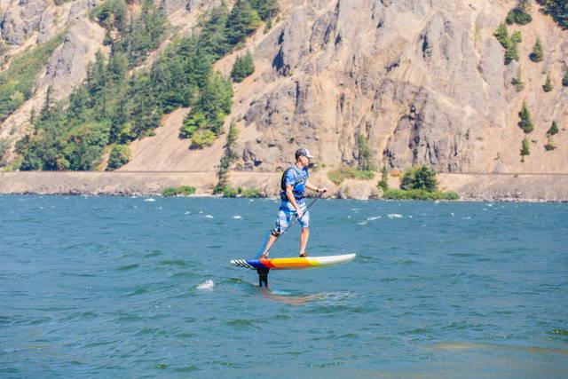 Downwind SUP foiling in Hood River - Big Winds