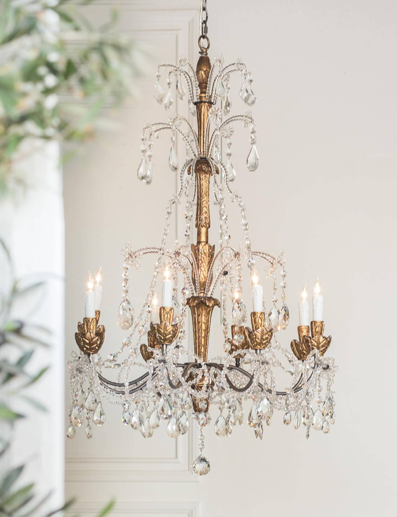 Eloquence® Genovese Chandelier in Aged Gold Finish