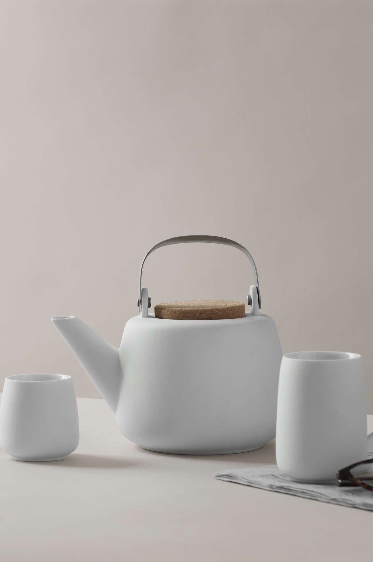 Porzellan Teekanne mit praktischem Teesieb