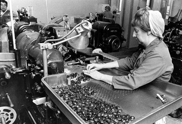 Vintage picture of Simpkins sweets being hand made