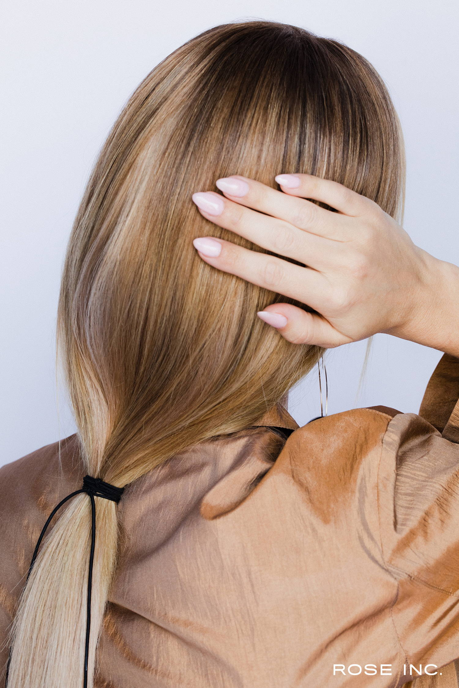 Off-Duty hair: the low, loose ponytail - Rose Inc.