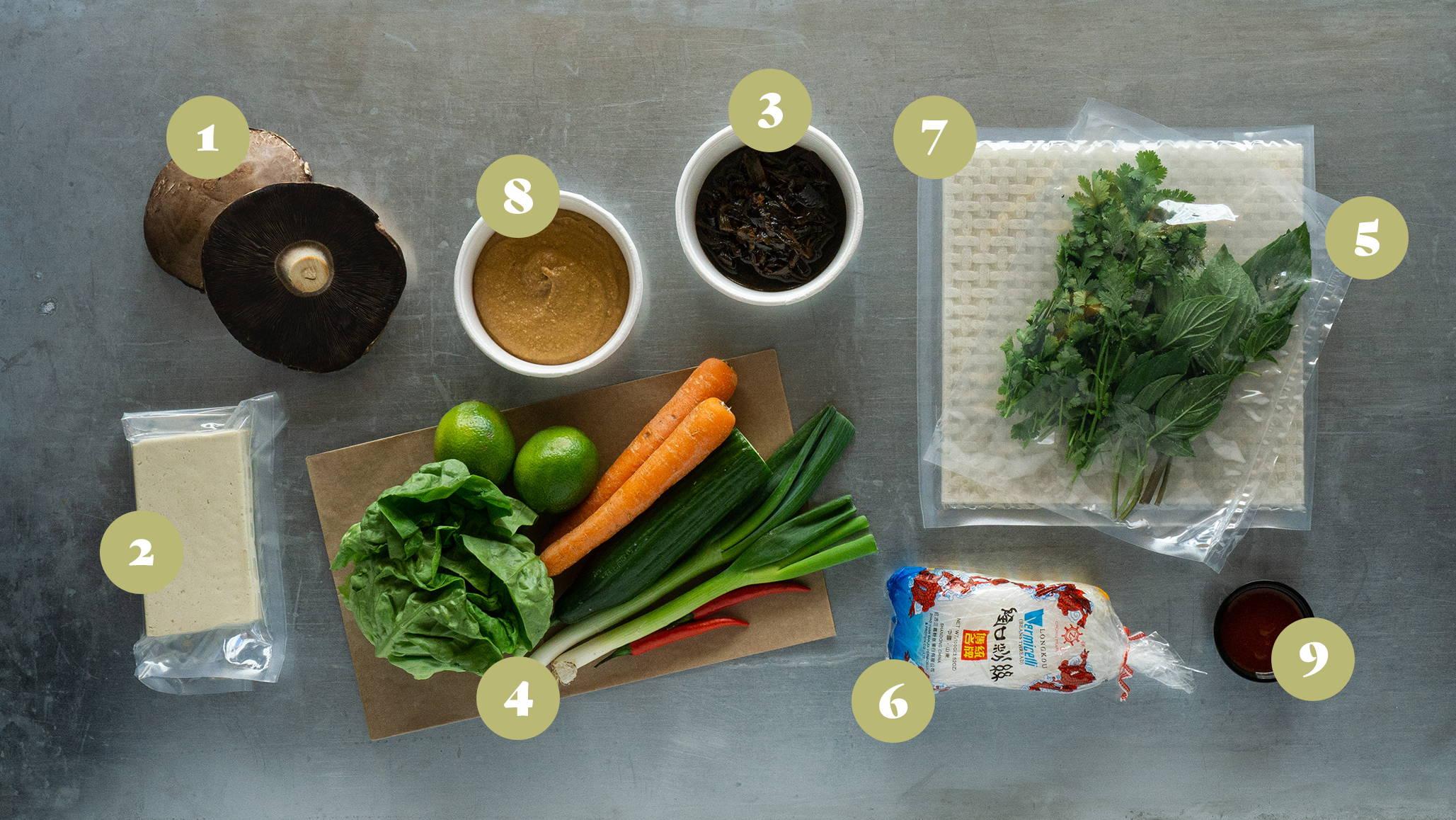 Opskrifter og vejledning til Friske forårsruller med karamelliseret portobello, tofu, nudler og grønt