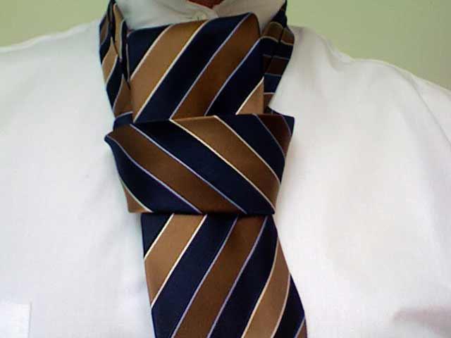 How to tie a pratt knot step 8