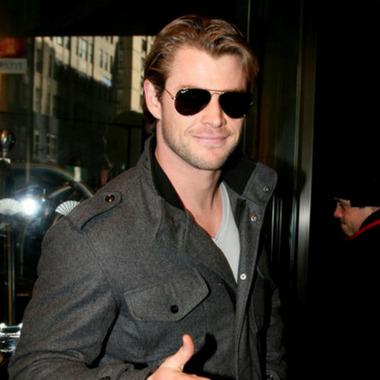 db670773274 Chris Hemsworth Wearing Ray-Ban RB3025 Aviator Sunglasses
