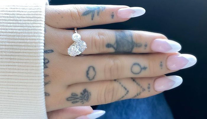 Ariana Grande's new engagement ring featuring a pearl and oval diamond