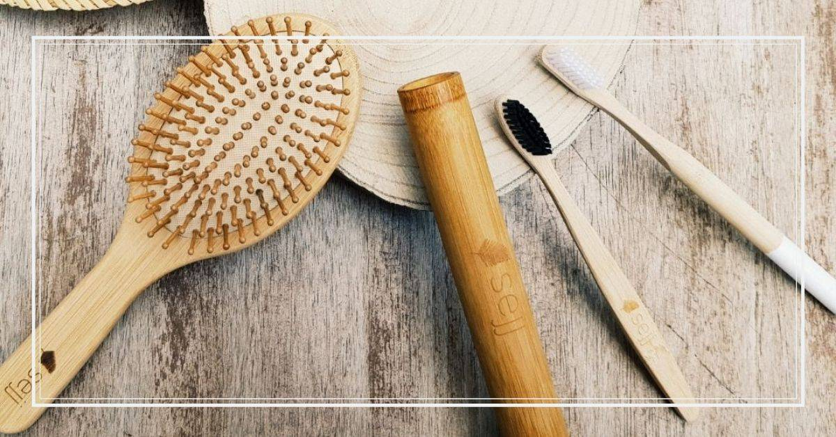 Accessoires de salle de bain en bambou. Brosse, brosse à dents.