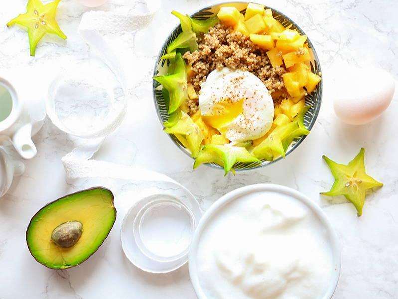 Recette de bol poke déjeuner au quinoa, sur le blogue santé de Isabelle Huot Docteure en nutrition