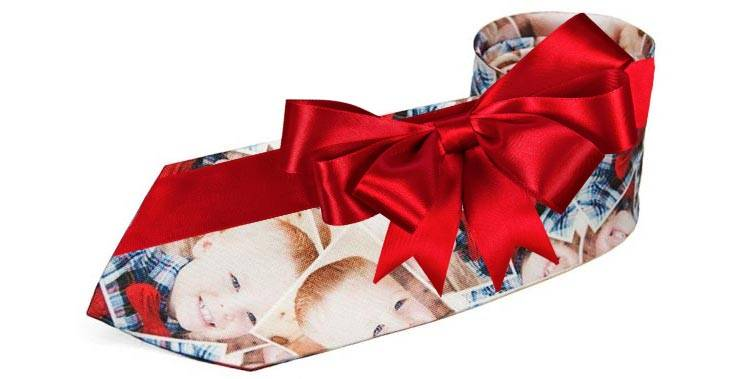 Custom photo tie for the holiday
