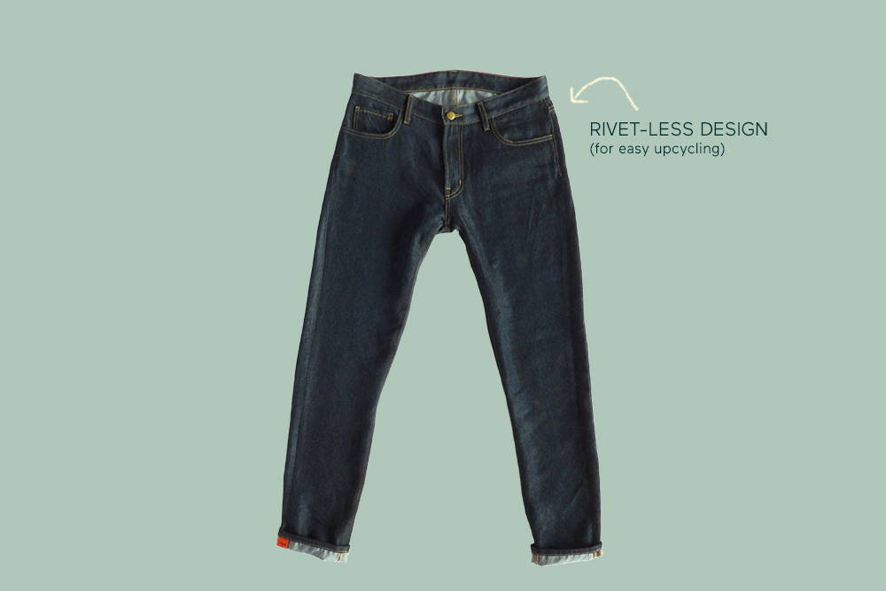 comfortable again&again jeans with an arrow pointing to the rivet-less design