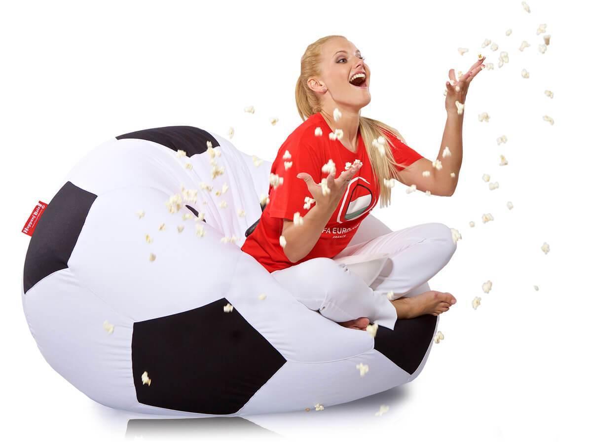 Élvezd a foci meccseket babzsákban - HuppanjBele.hu