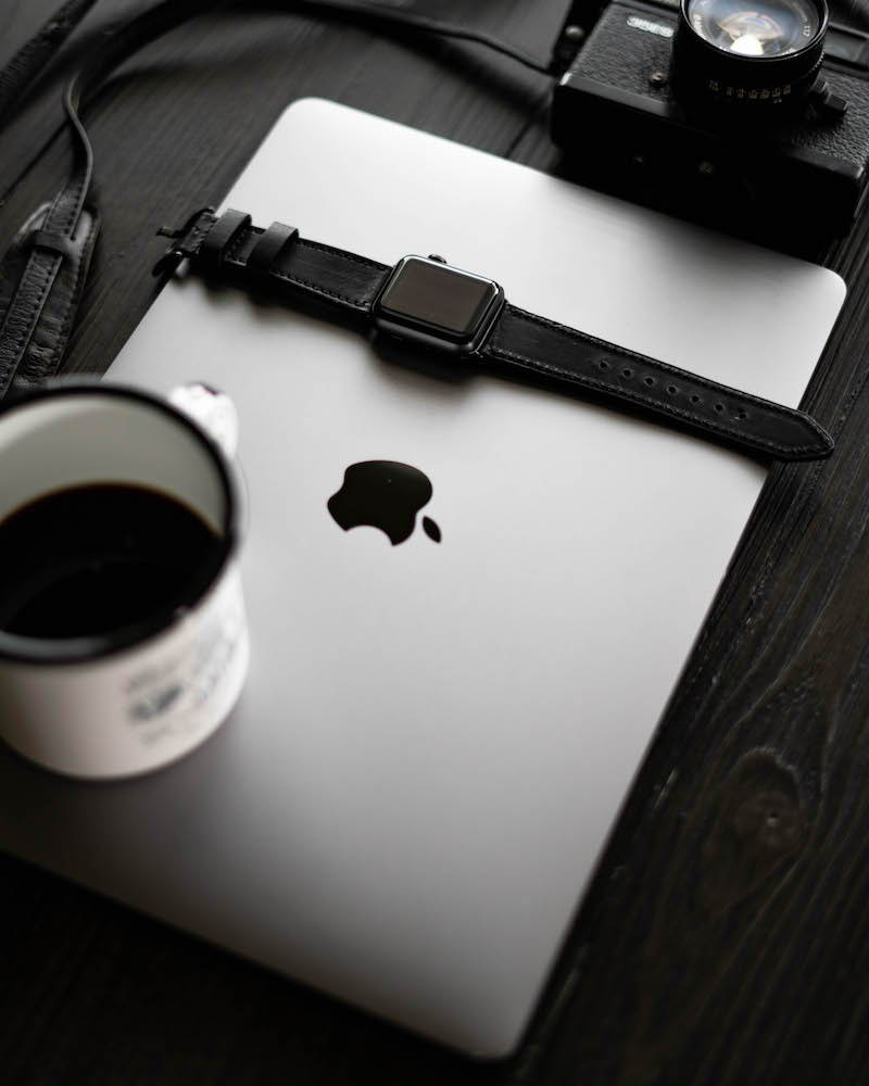black apple watch strap on macbook
