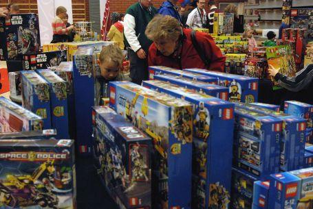 Lapsille tekemistä LEGO-myymälässä Oulun LEGO-tapahtumassa