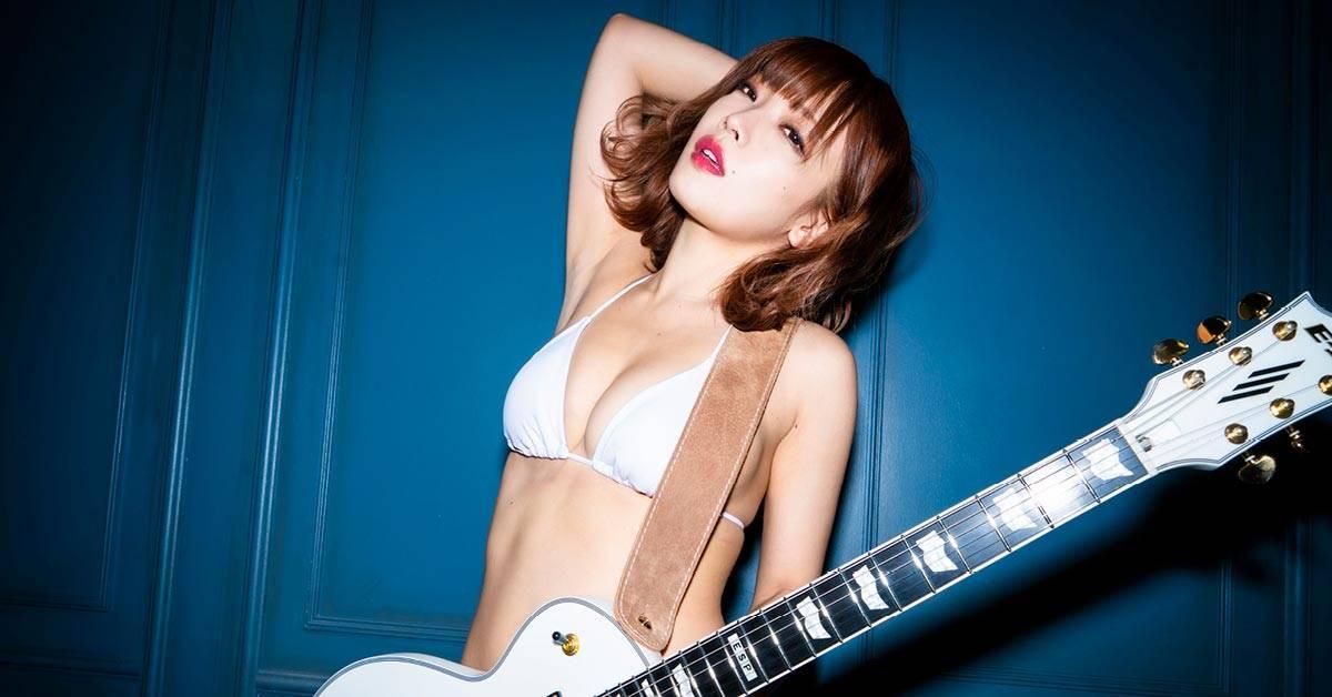 Ena Fujita 藤田恵名 gravure idol with guitar