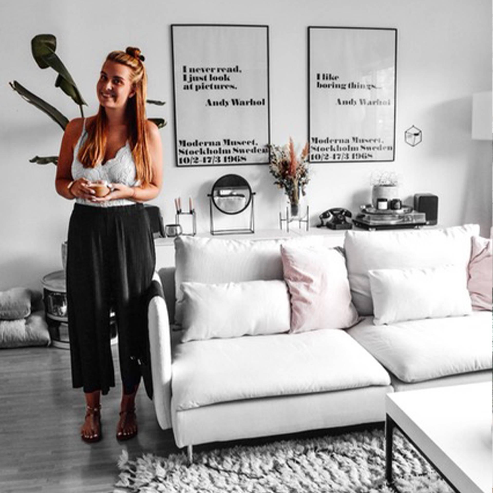 Design Dekoration Bloggerin Mara weißes Sofa Kissen Gemütlichkeit