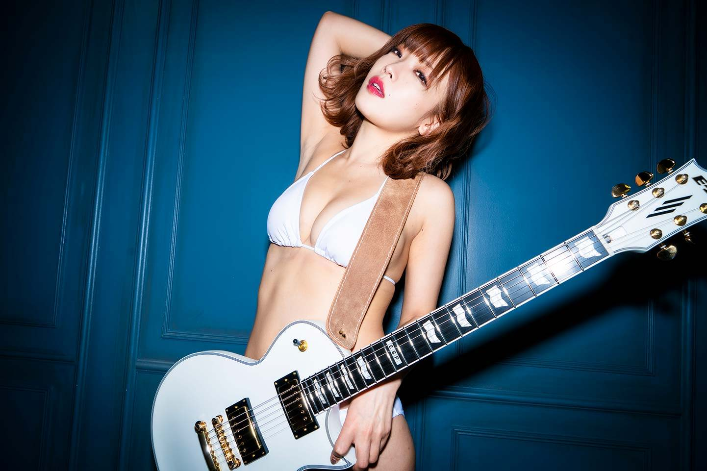 Ena Fujita 藤田恵名 bikini gravure idol singer songwriter Japanese