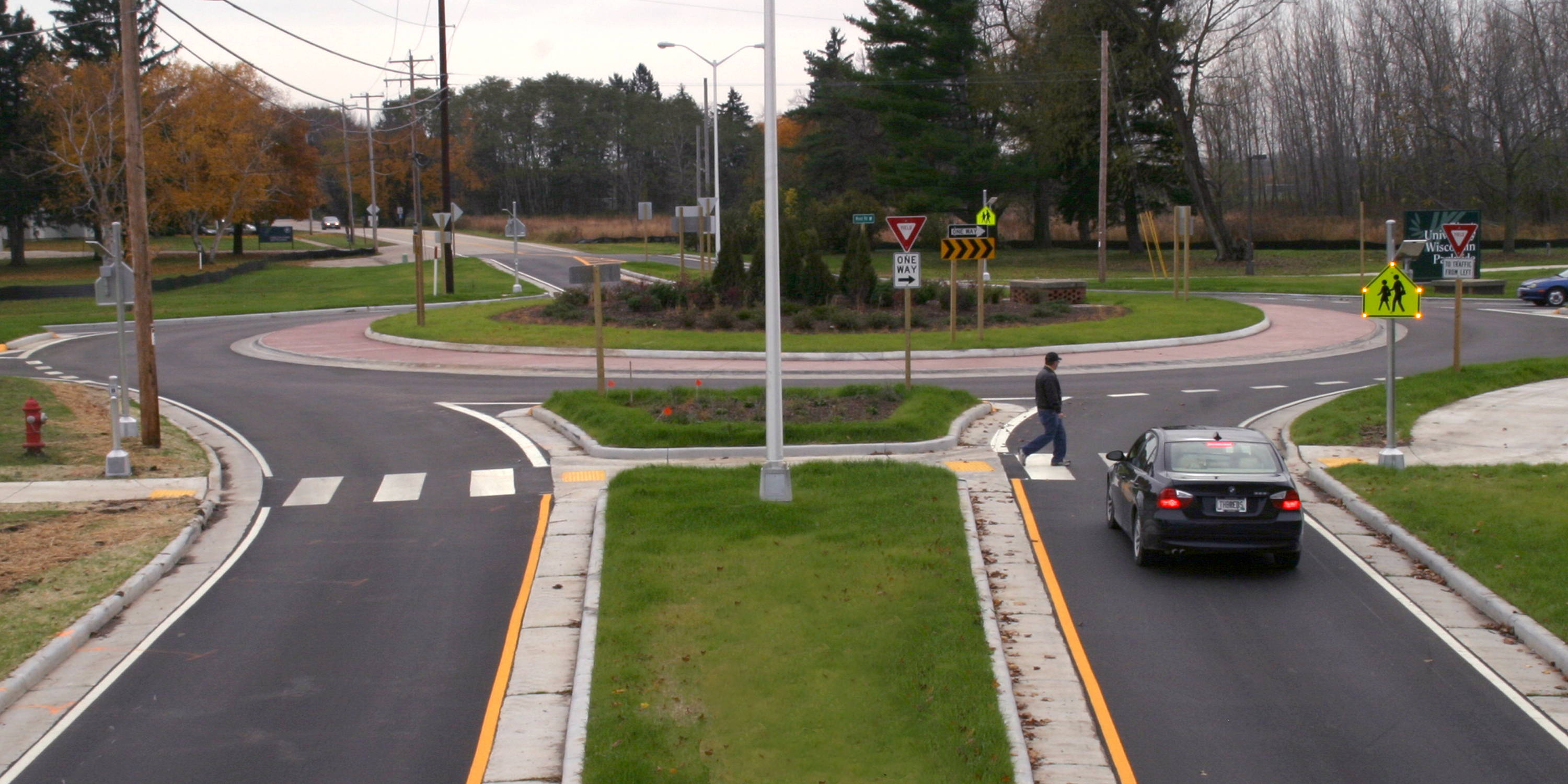 Blinkersign used at roundabout to increase crosswalk safety