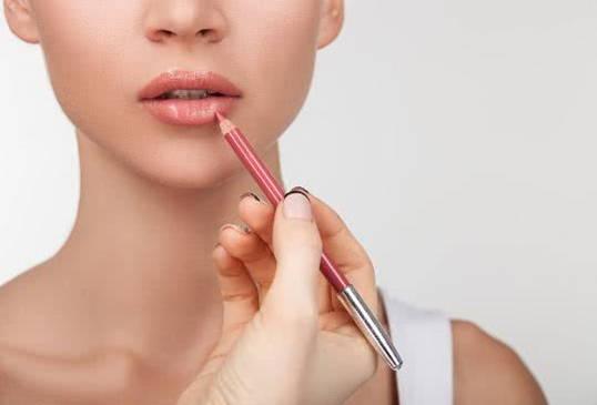 crayon à lèvres 1
