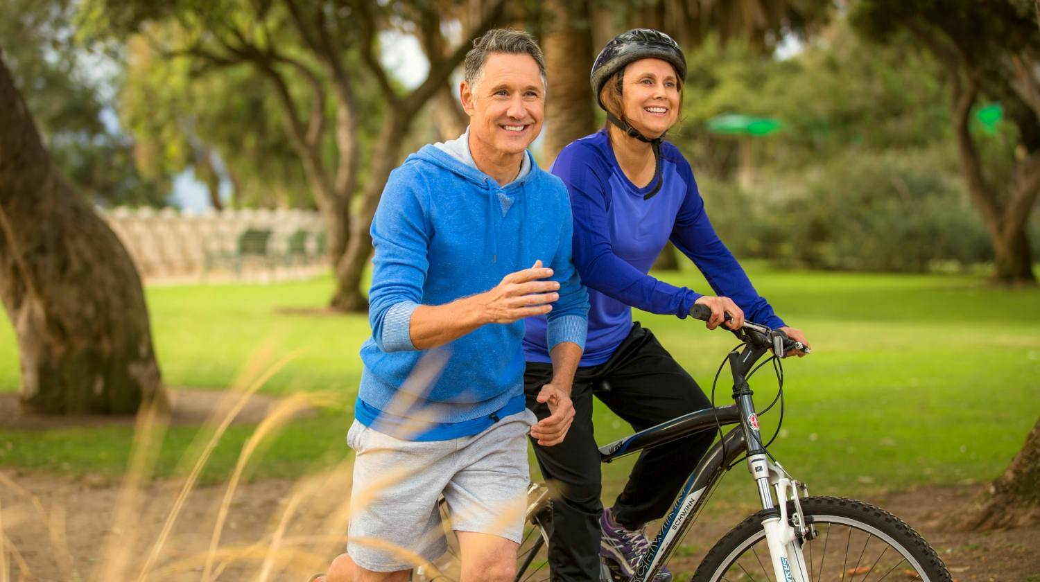 Featured | Elder couple exercising in the park | Best Foods for Joint Health and Fighting Arthritis