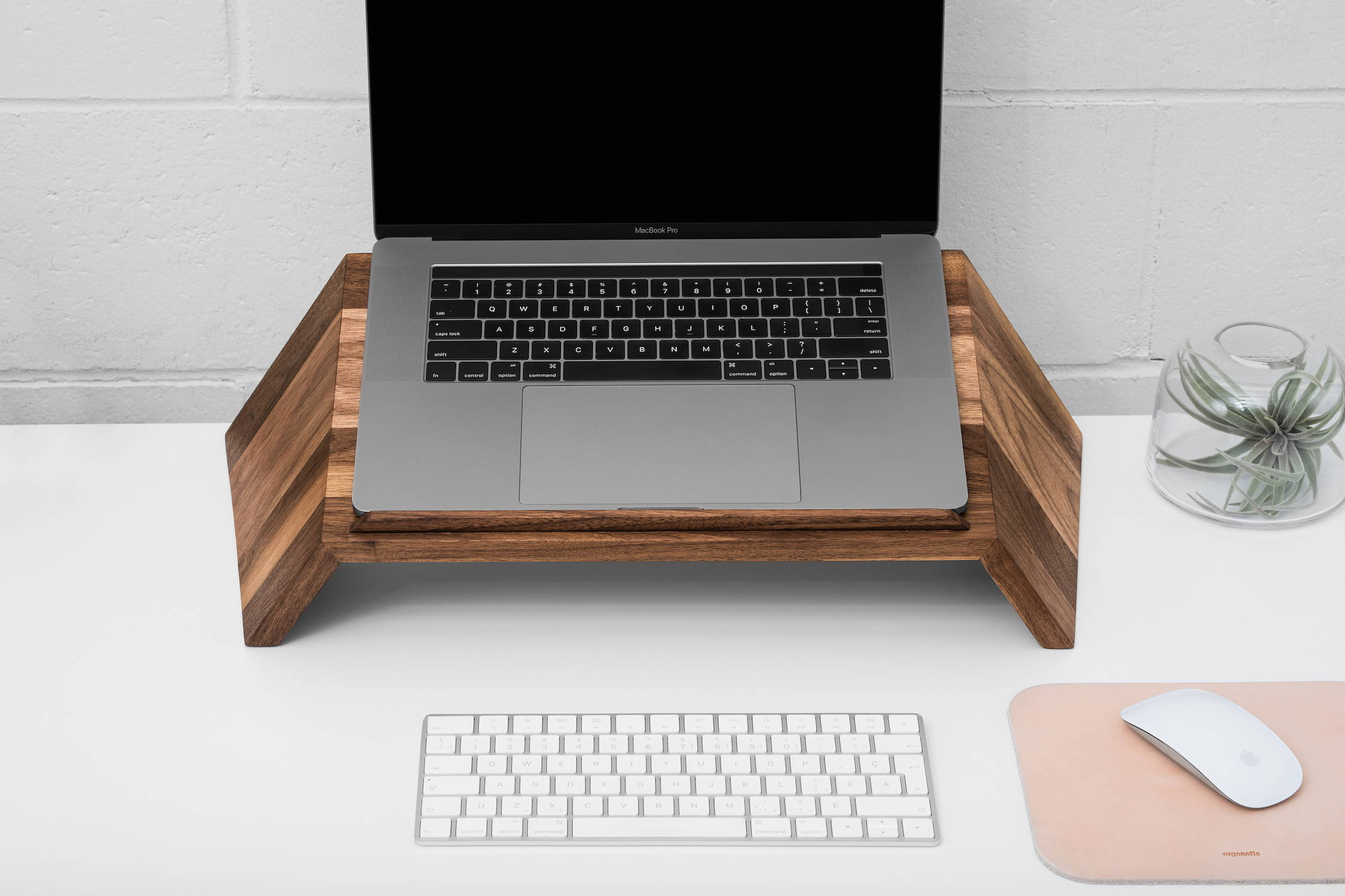 Wooden laptop stand | ergonofis