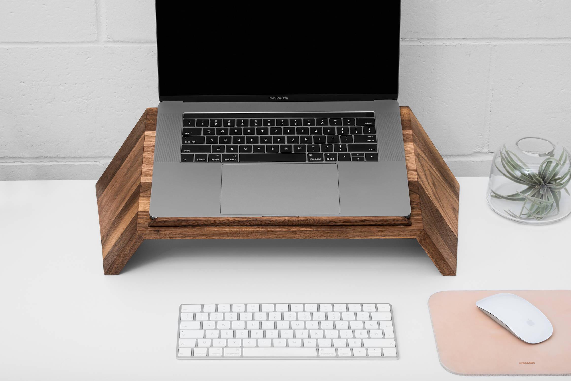 Wooden laptop stand | ergonofis