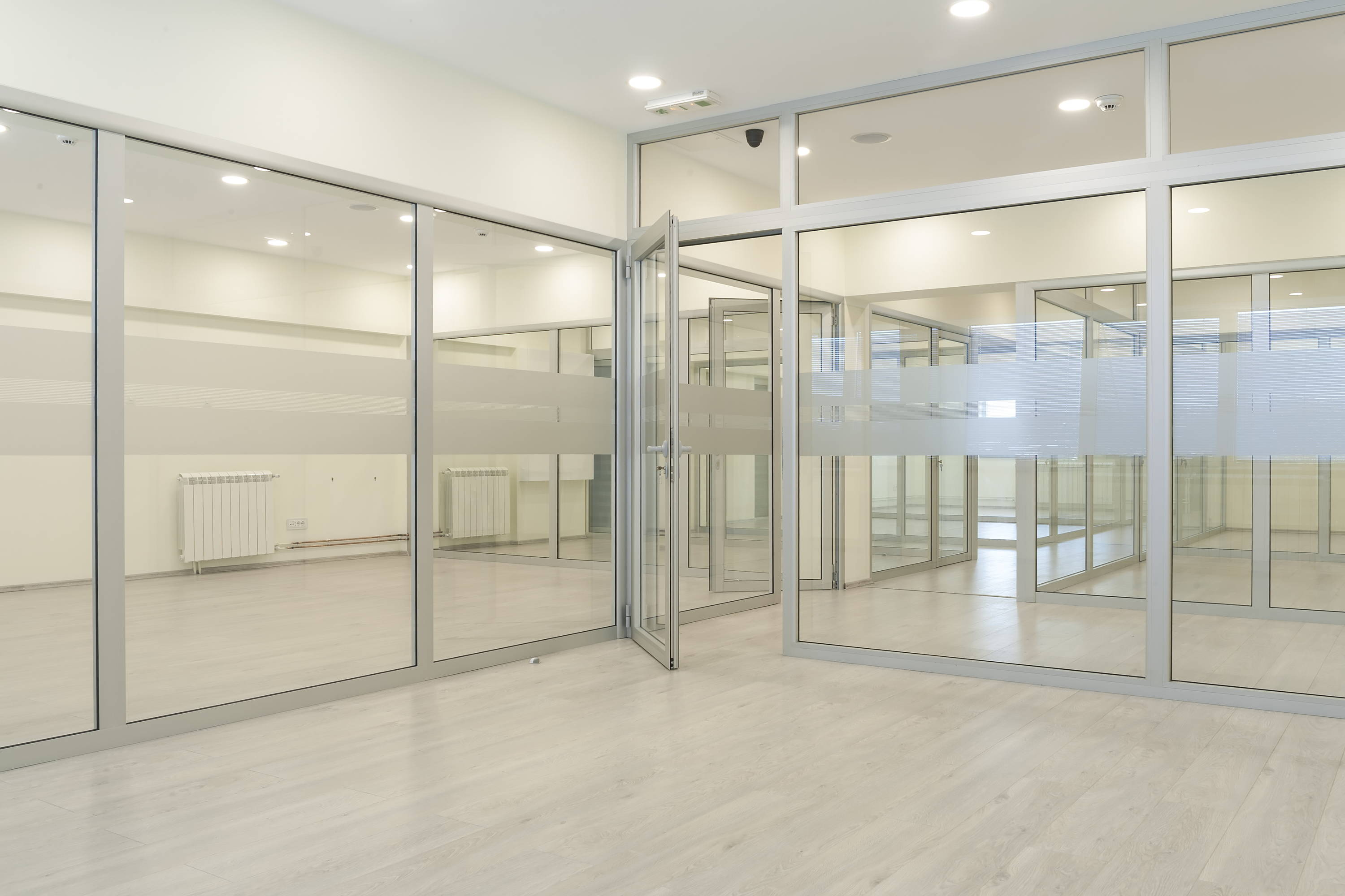 Commercial glass office partitions