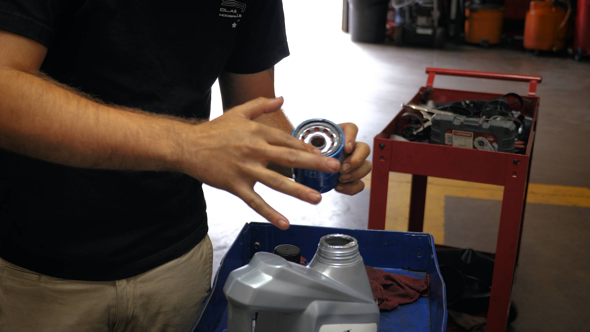 2017 Honda Civic Lying A Bead Of Oil To The New Filter Before Installing