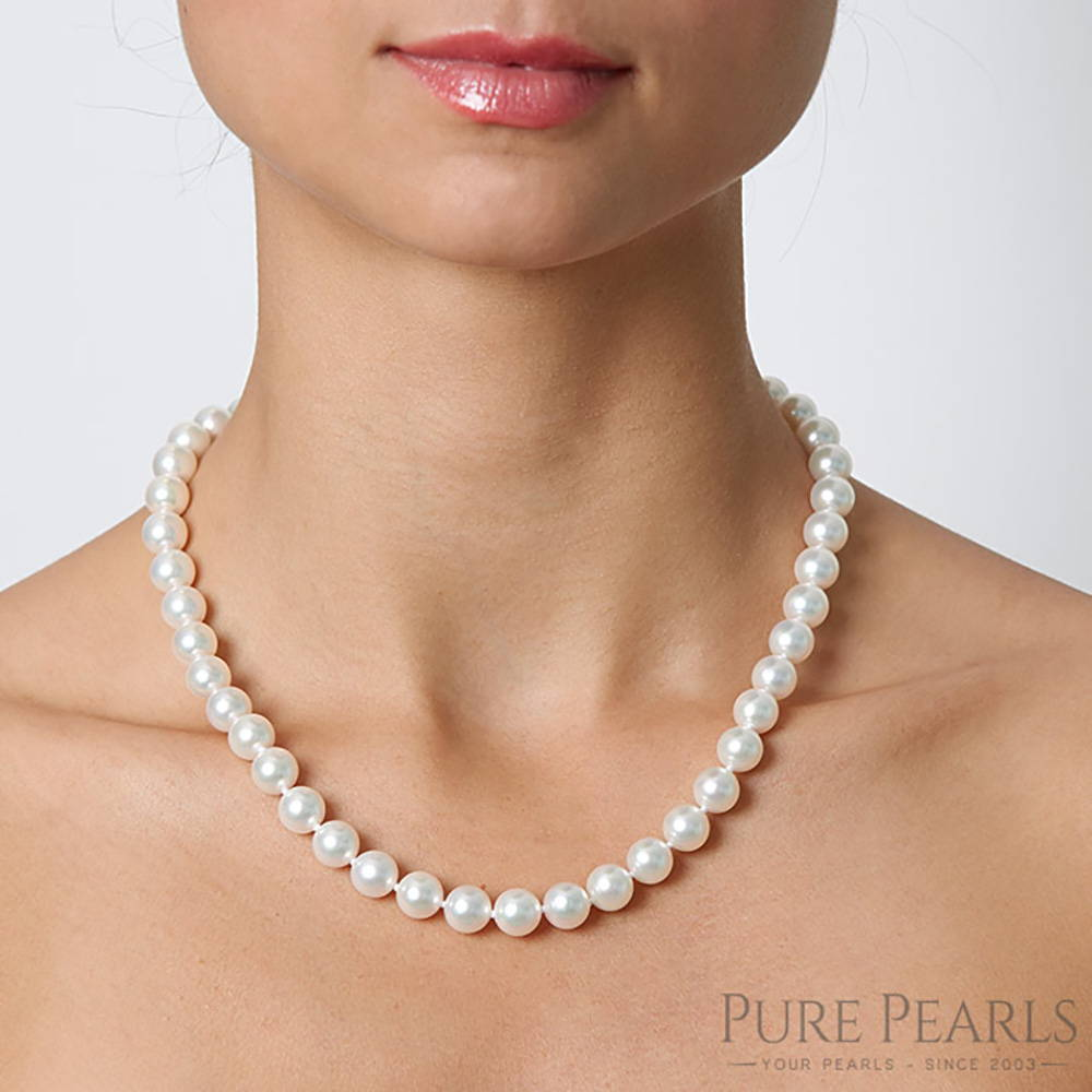 9-10mm Pearl Necklace Size on a Model