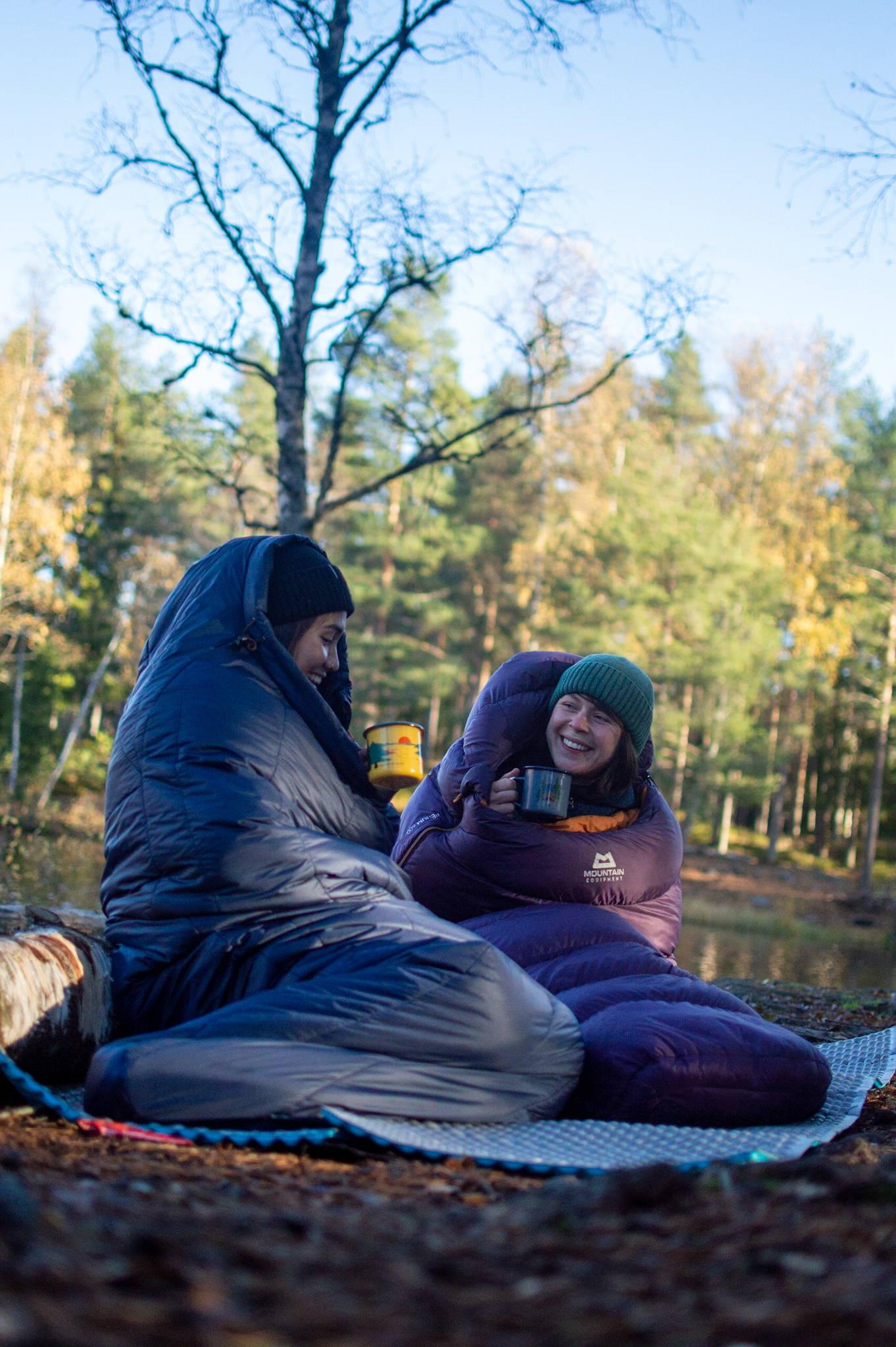 Vilde og Julia testet både hengekøyer og annet utstyr på tur
