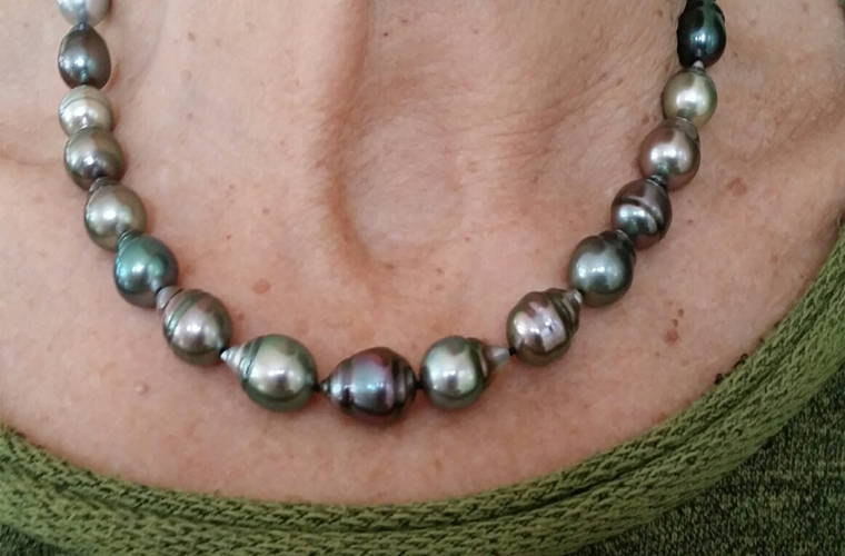 Tahitian Baroque Pearl Necklace Selfie