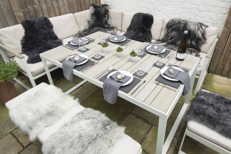 natural outdoor dining idea