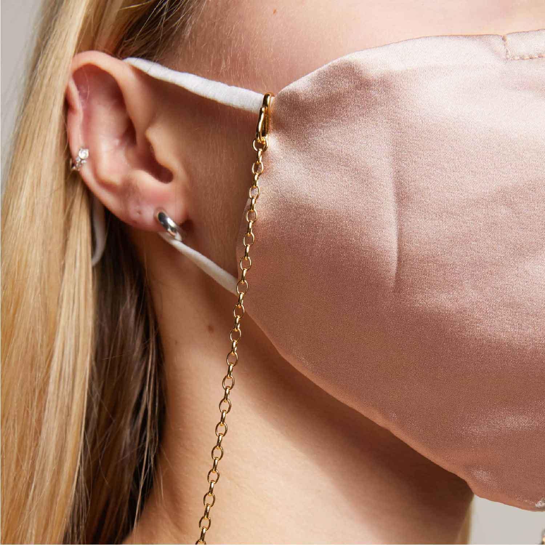 A&M Gesichtsmasken und Chains.