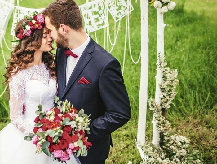 Bride and groom with burgundy wedding
